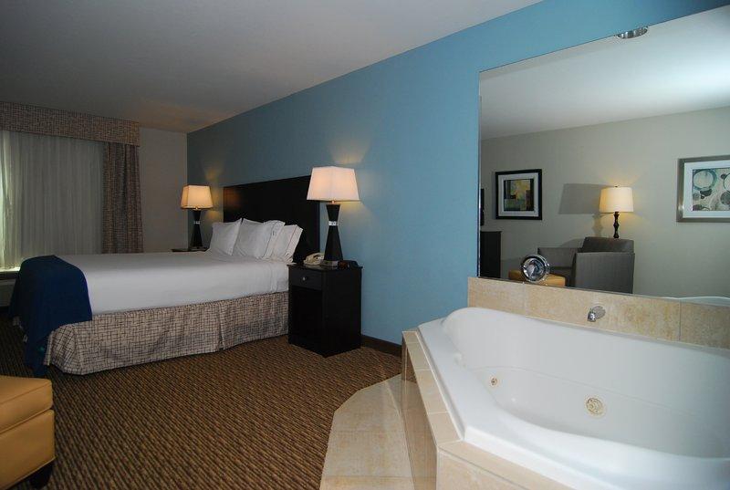 Holiday Inn Express & Suites Marana-Jacuzzi Suite<br/>Image from Leonardo