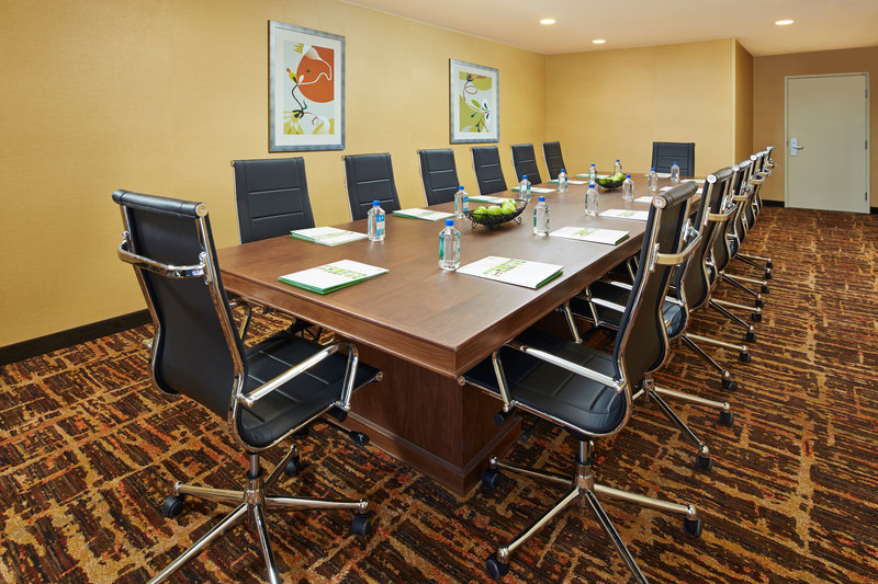 Holiday Inn Hotel & Suites Santa Maria-Boardroom<br/>Image from Leonardo