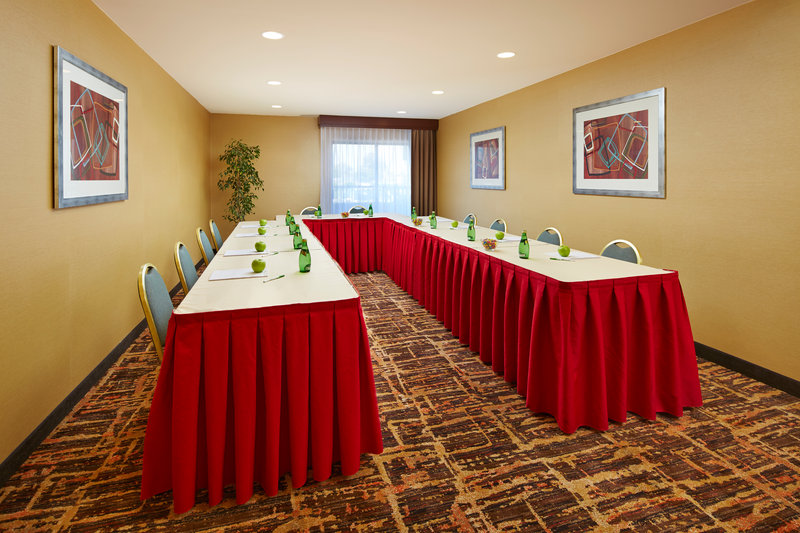 Holiday Inn Hotel & Suites Santa Maria-Cabernet Meeting Room<br/>Image from Leonardo