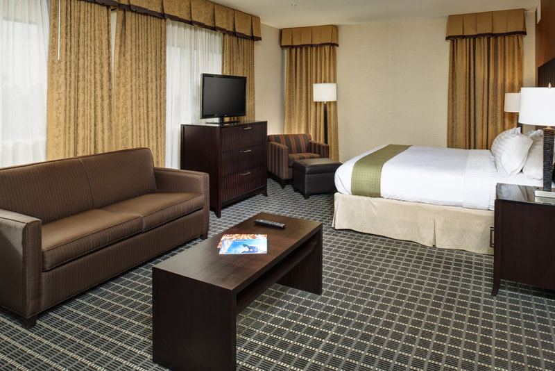Holiday Inn Buena Park-Near Knott's-Executive Suite perfect for business or pleasure<br/>Image from Leonardo