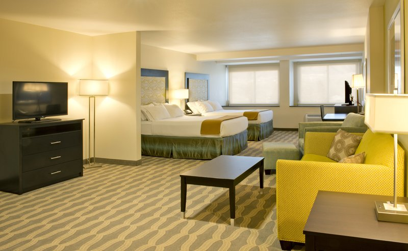 Holiday Inn Express & Suites Colorado Springs Central-2 Queen Suite w/Mountain View<br/>Image from Leonardo