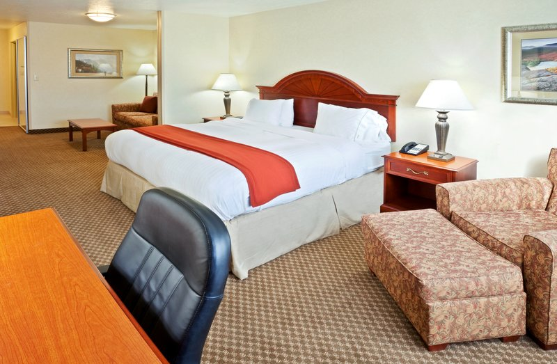 Holiday Inn Express & Suites Fairbanks-Single Bed Guest Room<br/>Image from Leonardo