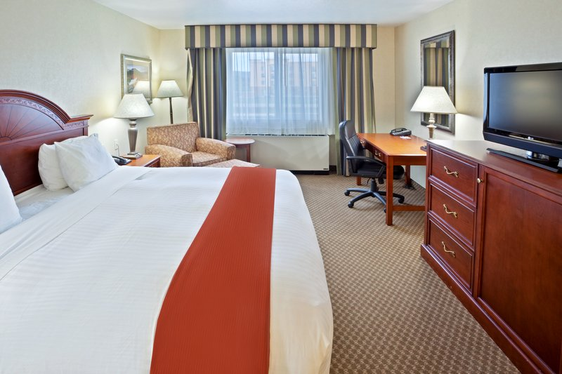 Holiday Inn Express & Suites Fairbanks-Relax in your spacious Guest Room<br/>Image from Leonardo