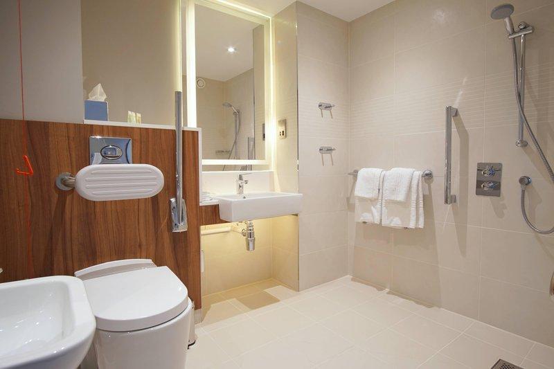 Courtyard Glasgow Airport-Accessible Bathroom<br/>Image from Leonardo