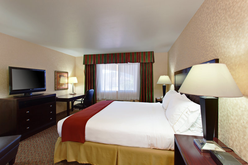 Holiday Inn Express Temecula-SIngle King Room<br/>Image from Leonardo