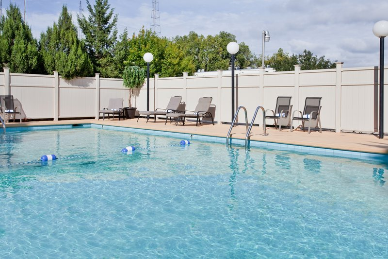 Holiday Inn Manhattan At The Campus-Outdoor Seasonal Swimming Pool Holiday Inn Manhattan At The Campus<br/>Image from Leonardo