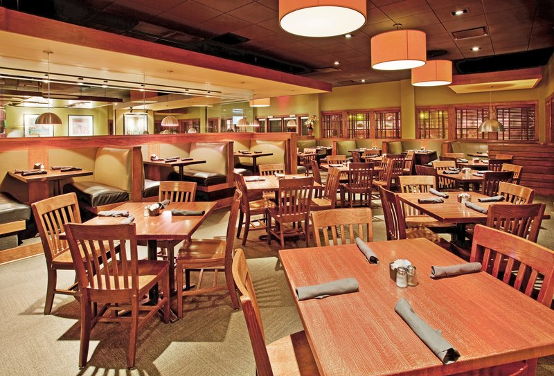 Holiday Inn Manhattan At The Campus-Houlihan's Restaurant located at The Holiday Inn Manhattan<br/>Image from Leonardo