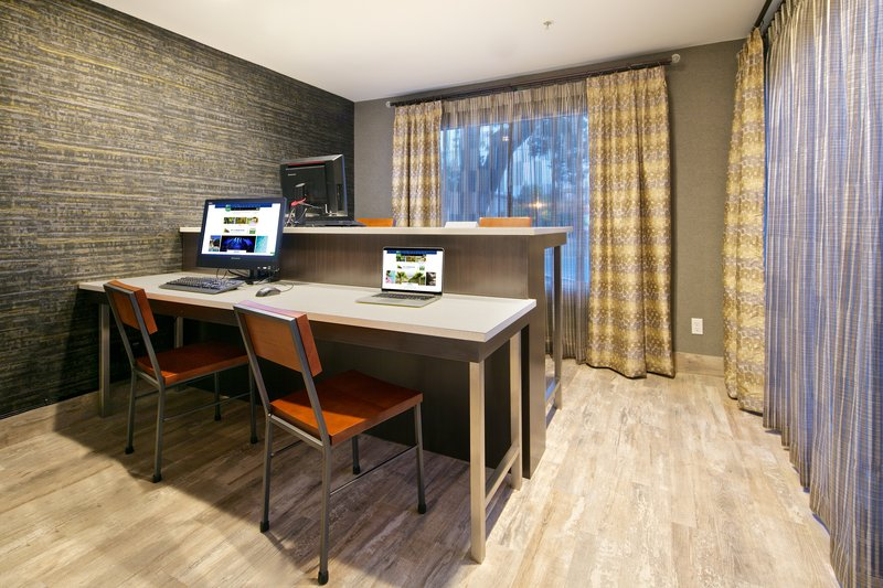 Holiday Inn Express and Suites-Business Center<br/>Image from Leonardo