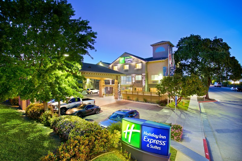 Holiday Inn Express and Suites-Hotel Exterior<br/>Image from Leonardo