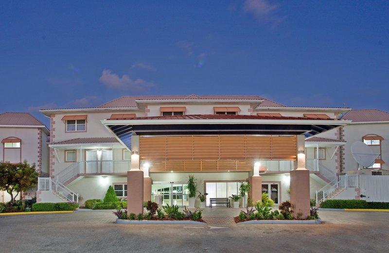 Holiday Inn Resort Grand Cayman-Hotel Exterior Holiday Inn Resort Grand Cayman<br/>Image from Leonardo