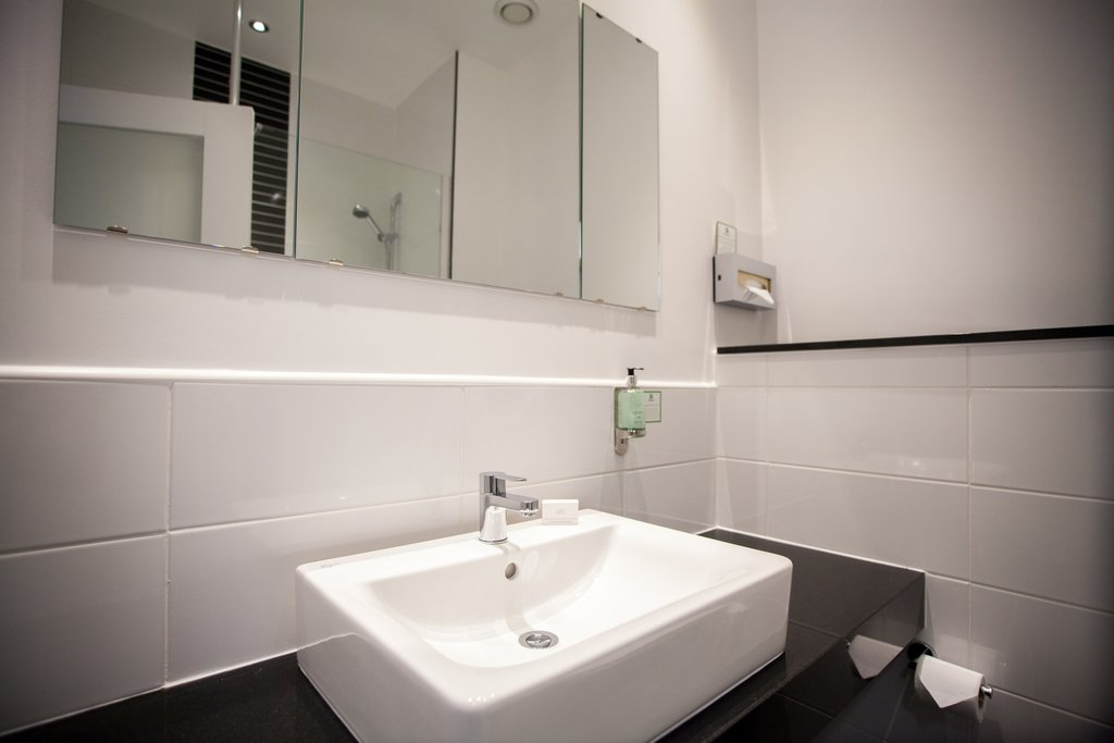 Holiday Inn Corby - Kettering A43-Bathroom Amenities<br/>Image from Leonardo