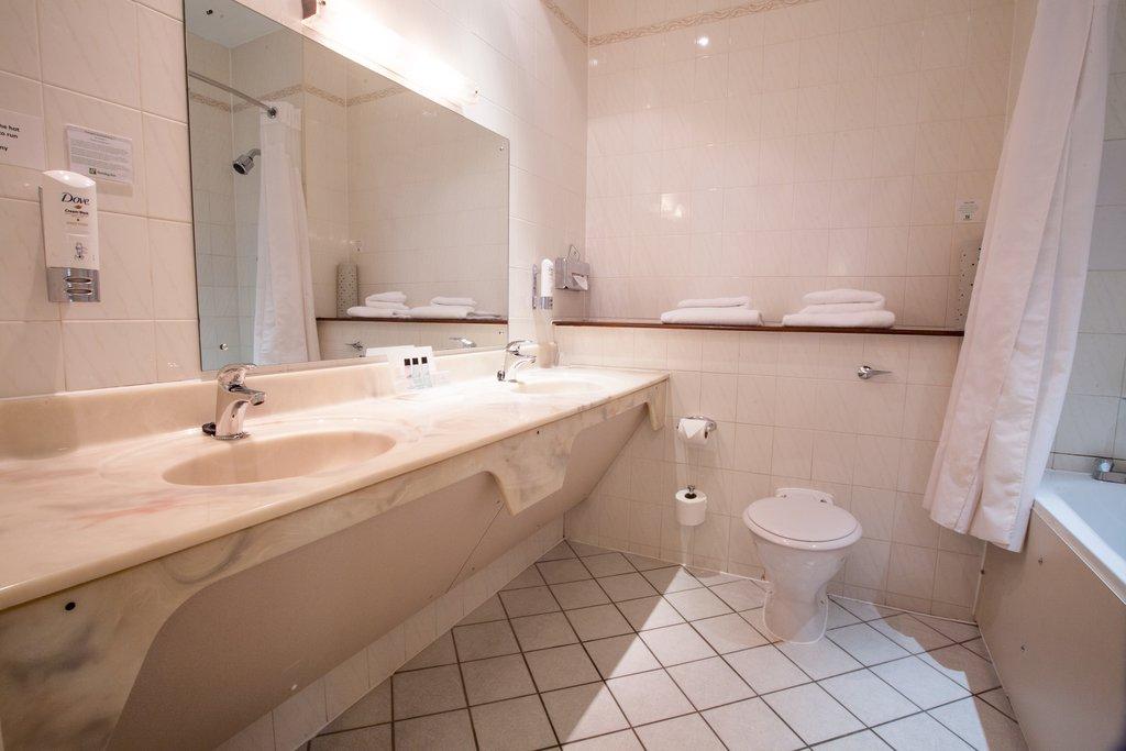 Holiday Inn Corby - Kettering A43-Guest Bathroom<br/>Image from Leonardo