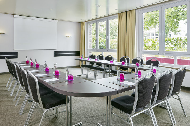 Crowne Plaza Hamburg - City Alst-Event room with flexible space and views of the garden.<br/>Image from Leonardo