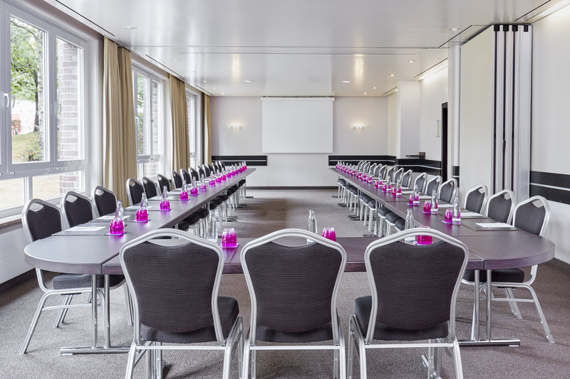 Crowne Plaza Hamburg - City Alst-A meeting room with inclusive Wi-Fi and presentation facilities.<br/>Image from Leonardo