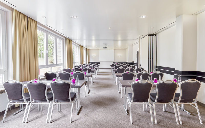Crowne Plaza Hamburg - City Alst-One of 8 meeting rooms in Hamburg, all flooded with natural light.<br/>Image from Leonardo