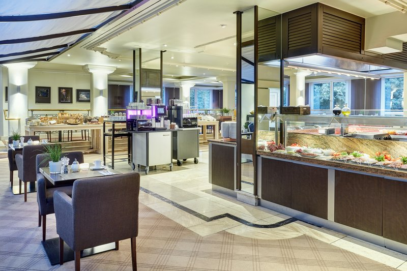Crowne Plaza Hamburg - City Alst-Breakfast buffet to start the day in the Blue Marlin restaurant.<br/>Image from Leonardo