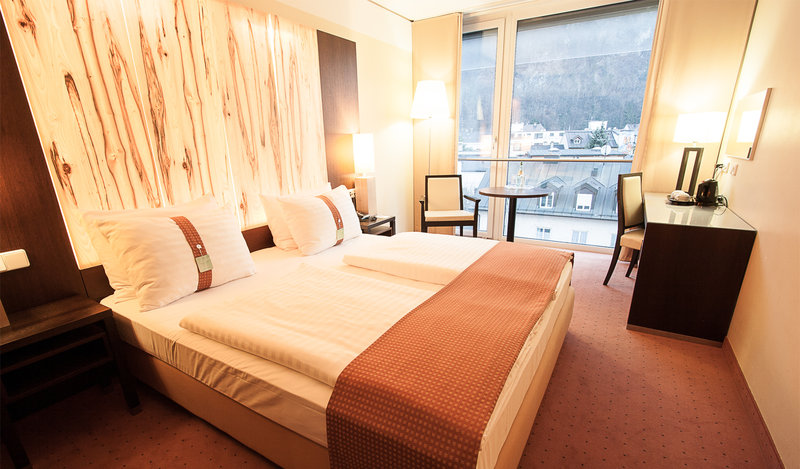 Holiday Inn Salzburg City-Have a great view to the mountain