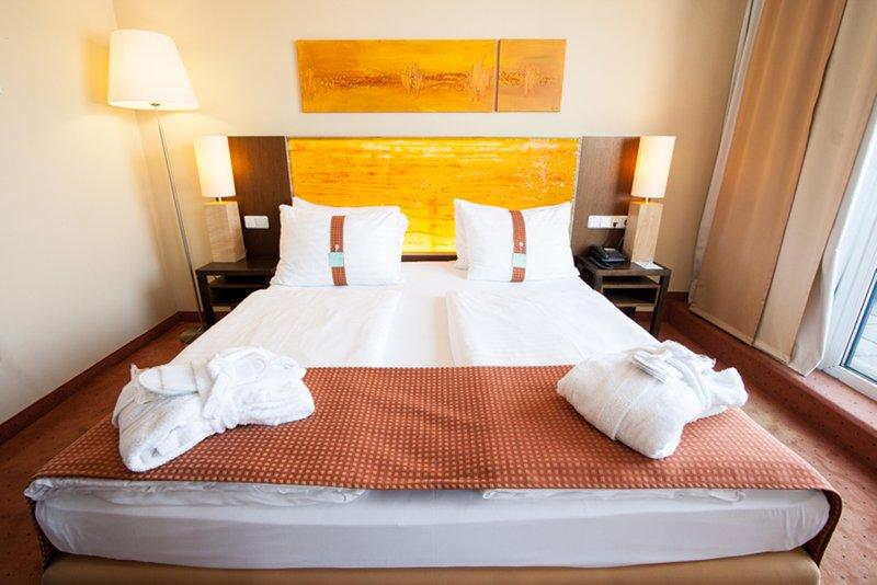 Holiday Inn Salzburg City-Superior Room with cozy bathrobe.<br/>Image from Leonardo
