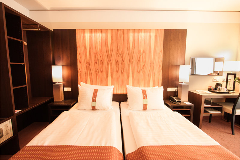Holiday Inn Salzburg City-Your Twin Bedroom with our cozy pillow menue.<br/>Image from Leonardo