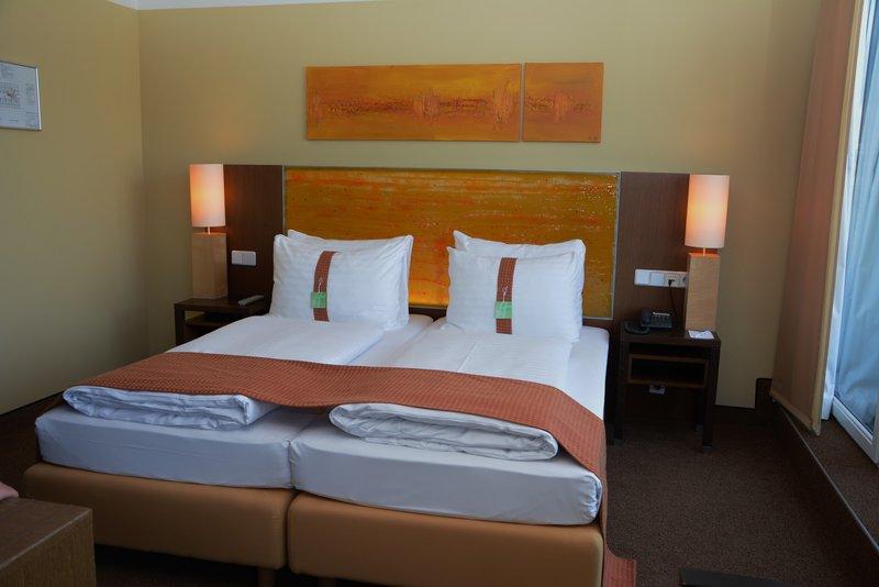 Holiday Inn Salzburg City-Warm colors provides feel-good atmosphere.<br/>Image from Leonardo