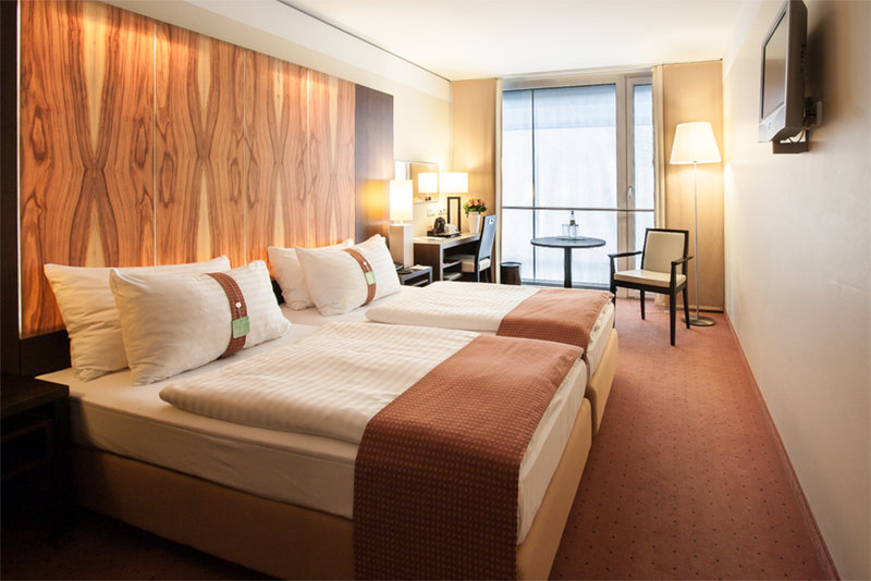 Holiday Inn Salzburg City-Your Twin Bedroom with our cozy pillow Menu<br/>Image from Leonardo