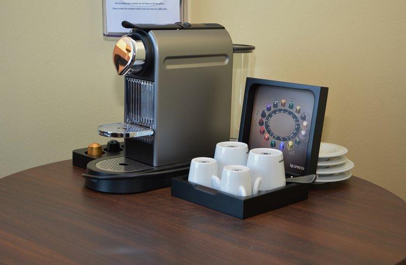 Holiday Inn Salzburg City-SUPERIOR Room: Your morning coffee with Nespresso coffee macchine.<br/>Image from Leonardo