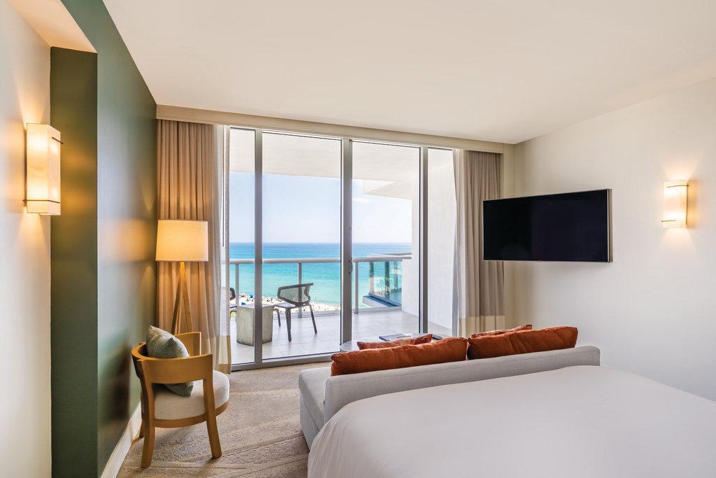 Eden Roc Miami Beach - Junior Suite <br/>Image from Leonardo