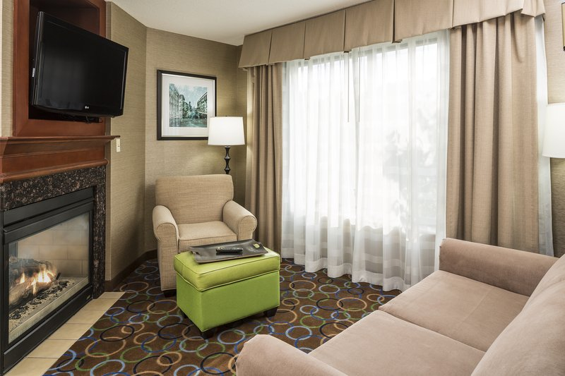 Holiday Inn Express & Suites Manchester Airport-Junior Suite<br/>Image from Leonardo