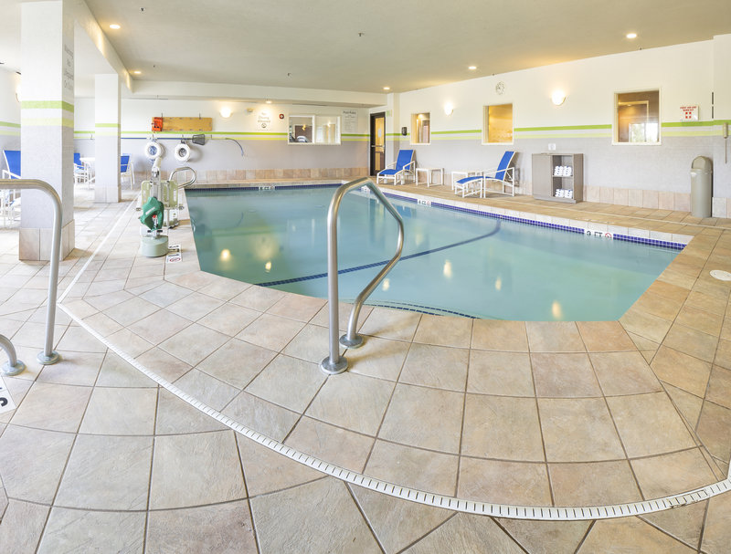 Holiday Inn Express & Suites Manchester Airport-Whirlpool<br/>Image from Leonardo