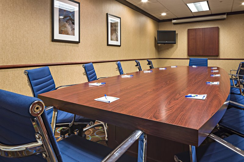 Holiday Inn Express & Suites Manchester Airport-Meeting Room<br/>Image from Leonardo