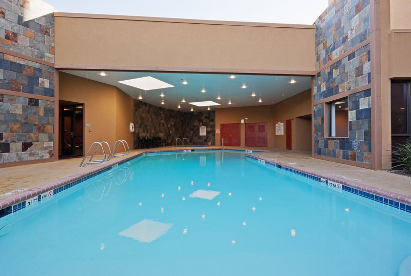 Crowne Plaza Sacramento Northeast-Pool 2<br/>Image from Leonardo