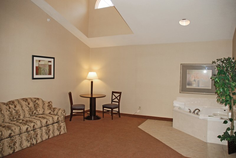 Holiday Inn Express & Suites Hill City Mt. Rushmore Area-Guest Room<br/>Image from Leonardo
