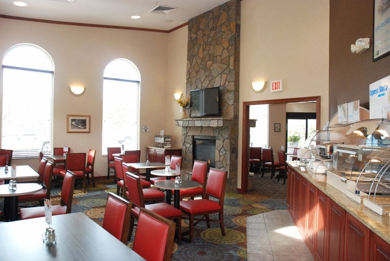 Holiday Inn Express & Suites Hill City Mt. Rushmore Area-Complimentary Hot Breakfast Daily<br/>Image from Leonardo