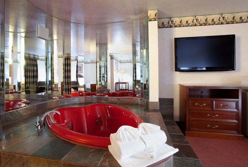 Holiday Inn Express Mesa Verde-Cortez-Jacuzzi Suite<br/>Image from Leonardo