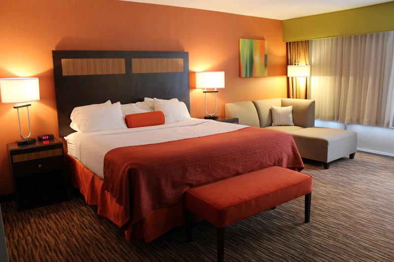 Holiday Inn Danbury-Bethel at Interstate 84-Executive King Suite<br/>Image from Leonardo