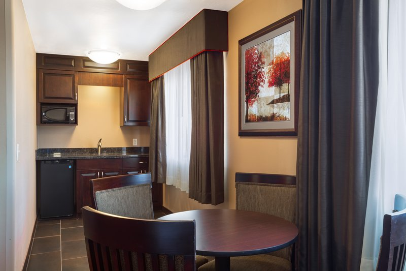 Holiday Inn Express & Suites Moab-King Executive Suite with Dining Area<br/>Image from Leonardo