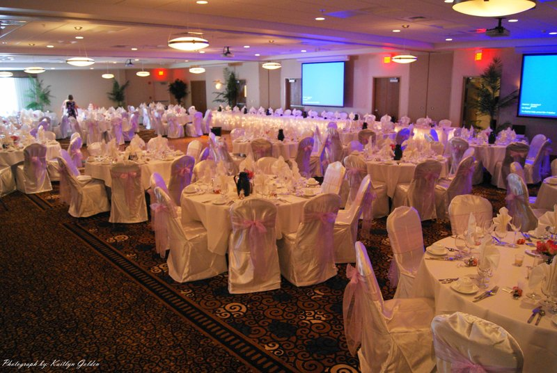Holiday Inn Ft. Wayne-IPFW & Coliseum-Three ballrooms combined as one for a larger scale wedding<br/>Image from Leonardo