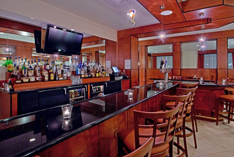 Holiday Inn Ft. Wayne-IPFW & Coliseum-Bar and Lounge<br/>Image from Leonardo
