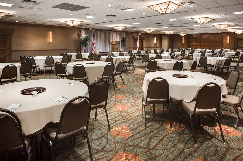 Holiday Inn Hotel & Suites Des Moines-Northwest-Heartland Ballroom Banquet Dinner<br/>Image from Leonardo