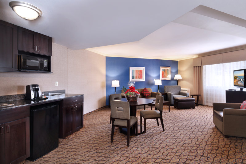 Holiday Inn Express Port Hueneme-Executive Suite<br/>Image from Leonardo