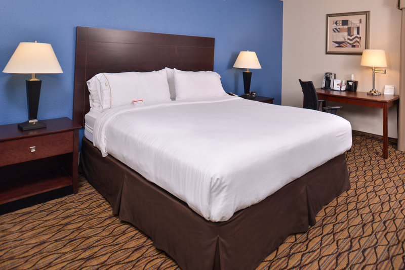 Holiday Inn Express Omaha West - 90th Street-Queen Bed Guest Room<br/>Image from Leonardo
