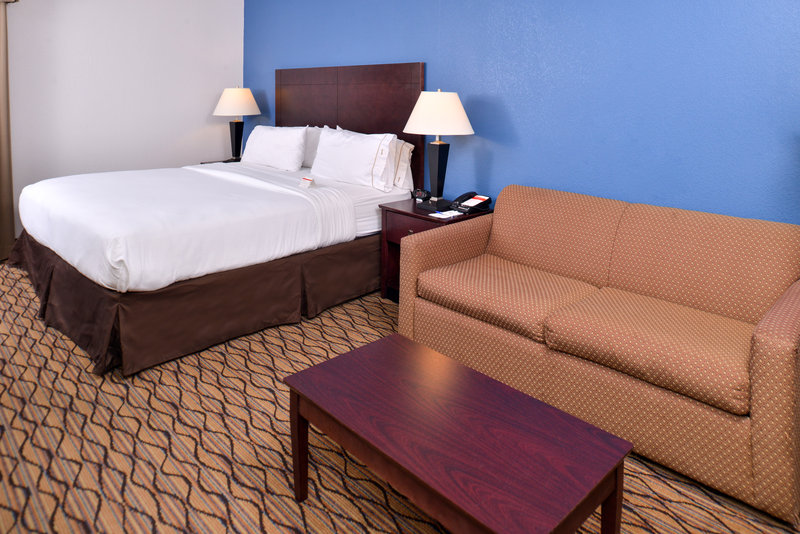 Holiday Inn Express Omaha West - 90th Street-Executive Room<br/>Image from Leonardo
