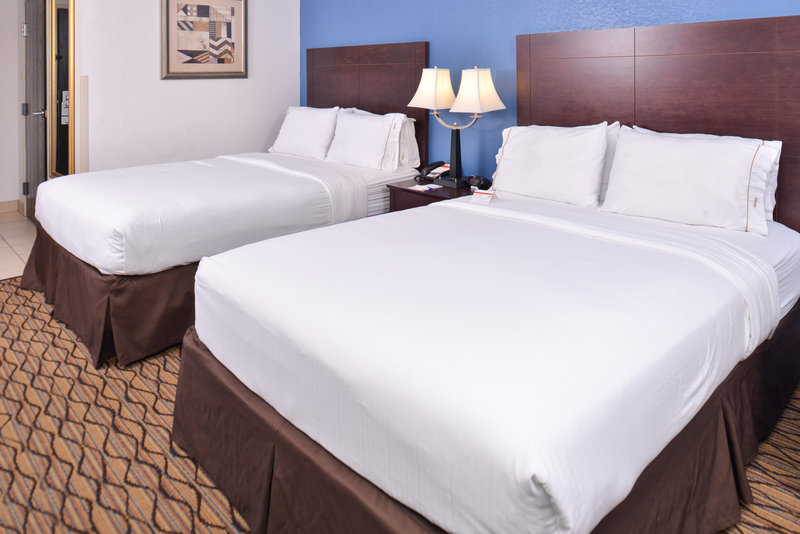 Holiday Inn Express Omaha West - 90th Street-Double Bed Guest Room<br/>Image from Leonardo