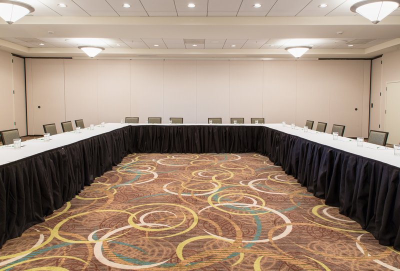 Holiday Inn Hotel & Suites Bloomington - Airport-U-Shape style meeting, max 100<br/>Image from Leonardo