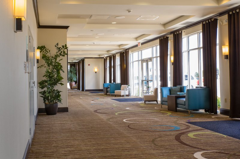 Holiday Inn Hotel & Suites Bloomington - Airport-Gorgeous, flexible pre-function space near our meeting rooms<br/>Image from Leonardo