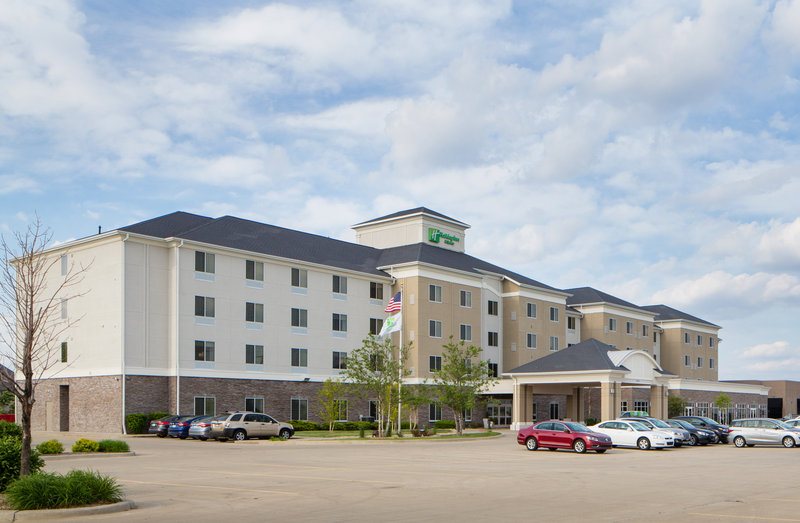 Holiday Inn Hotel & Suites Bloomington - Airport-Complimentary parking offering convenience for our guests<br/>Image from Leonardo