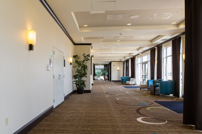 Holiday Inn Hotel & Suites Bloomington - Airport-Our beautifully appointed prefunction space near our meeting rooms<br/>Image from Leonardo