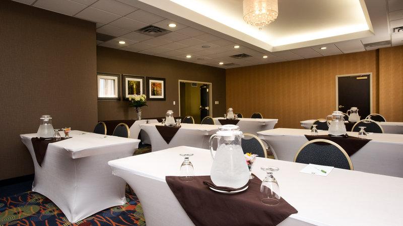 Holiday Inn Hotel & Suites Mississauga West - Meadowvale-Pearson Room<br/>Image from Leonardo