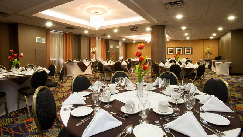 Holiday Inn Hotel & Suites Mississauga West - Meadowvale-Trudeau Room<br/>Image from Leonardo
