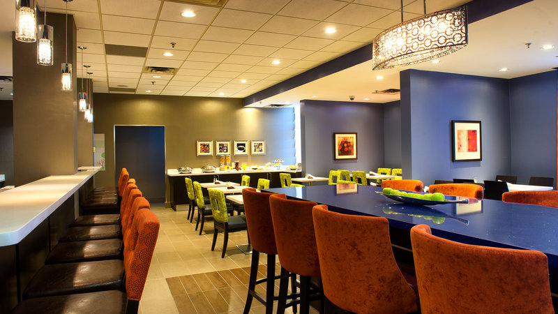Holiday Inn Hotel & Suites Mississauga West - Meadowvale-Motivity Cafe & Lounge<br/>Image from Leonardo